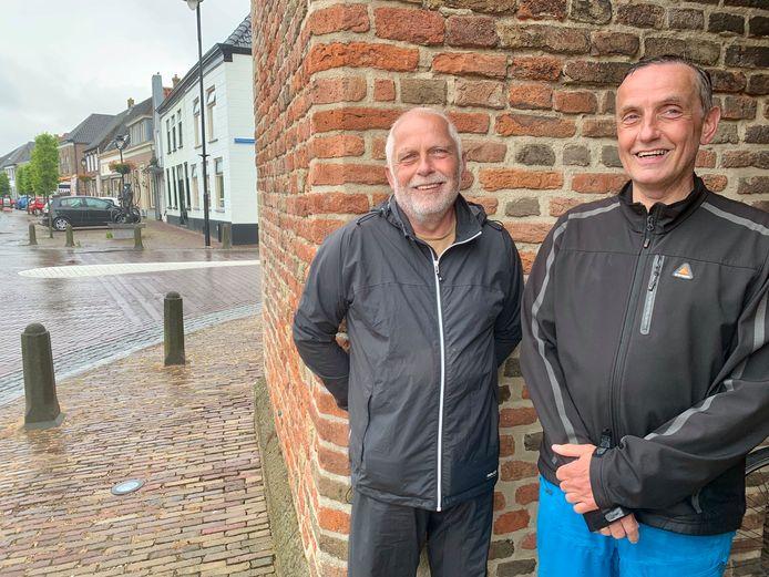 Ad (64) en Leo (60) Fioole gaan samen op fietsavontuur langs het IJsselmeer. Onderweg naar Huizen komen ze door Lexmond.