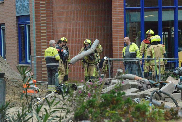Het lek is ontstaan omdat er tijdens graafwerkzaamheden een gasleiding werd geraakt.