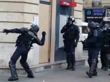 Grogne contre les retraites: heurts à Paris, le gouvernement retire l'âge-pivot de sa loi