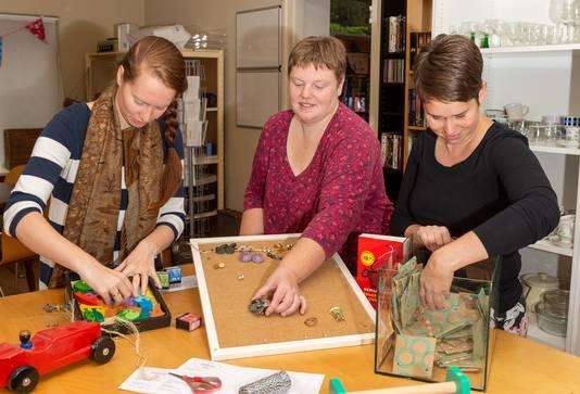 Adrianne Hooimeijer (links), Ellen Bos en Miranda Radstake zijn oprichters van de nieuwe weggeefwinkel Shop 4 Nop in Epe.