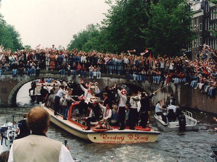 Rondvaart Ajax in grachten van Amsterdam. Beeld ANP