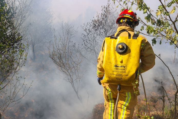 Hand crew in actie bij brand Deurnsche Peel.