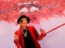 Neymar viert zijn 27ste verjaardag op krukken