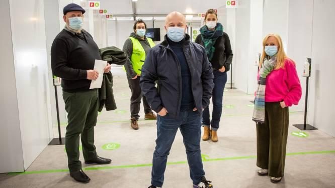 VIDEO: Sven De Ridder geeft rondleiding in vaccinatiedorp Spoor Oost
