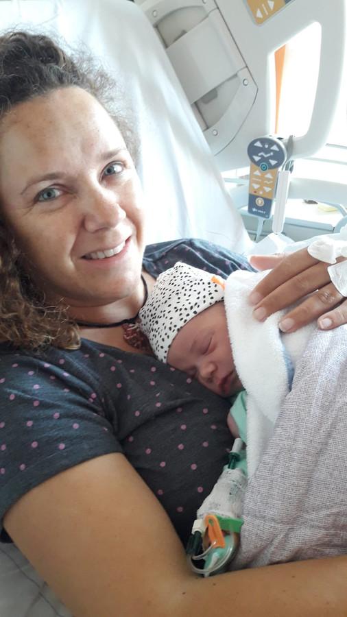 De eerste Duncan-baby is een feit: Hank Duncan Lucas van Dinther en zijn moeder Janske van de Crommenacker-van Dinther.