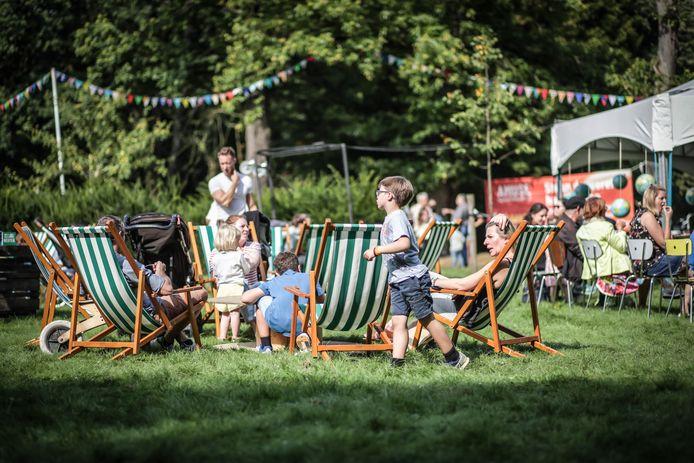 Met gezellige lichtstoelen, muziek en lekker eten werd een echt festivalgevoel gecreëerd.