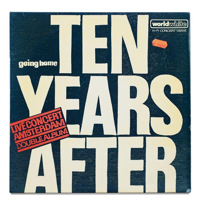 Hoes van de wereldwijd uitgebrachte witte plaat van een concert dat de Britse band Ten Years After gaf op 2 oktober 1971 in de Oude RAI in Amsterdam. Beeld -