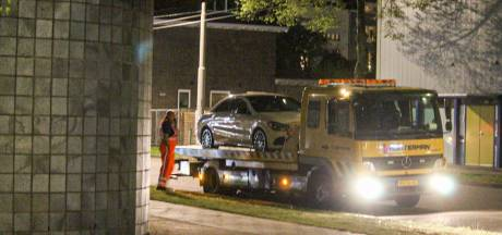 Politie neemt twee dure sportauto's in beslag na straatrace in Arnhem, 19-jarige bestuurder aangehouden