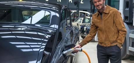 Voetballegende David Beckham investeert in elektrische oldtimers