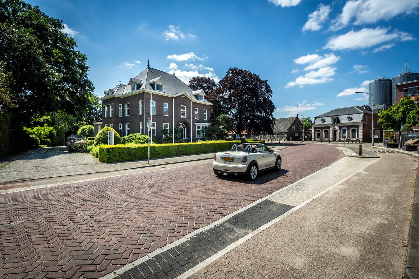 In de tuin van de monumentale villa De Berg in Dommelen komen zestien appartementen.