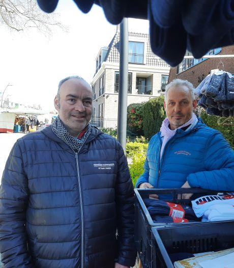 Marktkoopman Jan riskeert boete van 4000 euro, tóch opent hij uit protest zijn sokkenkraam: 'We voelen ons genegeerd'