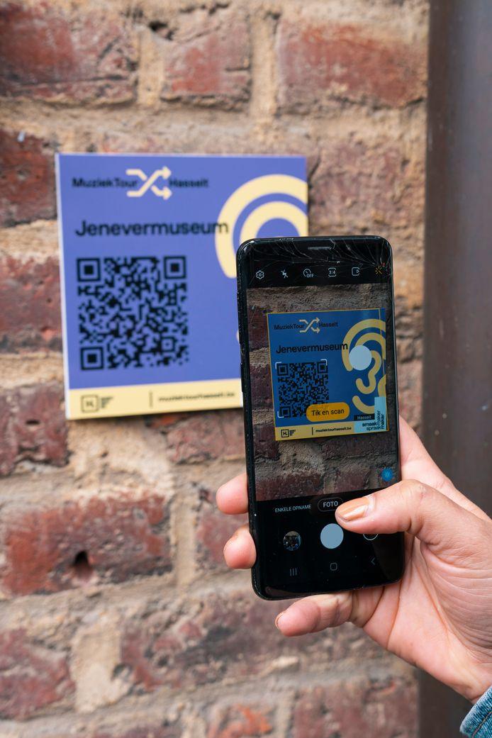 Via QR-codes kunnen Hasselaren en passanten de Muziektour ontdekken.