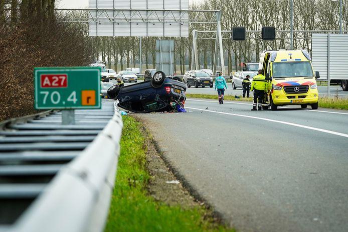 Op de verbindingsweg sloeg een auto over de kop.