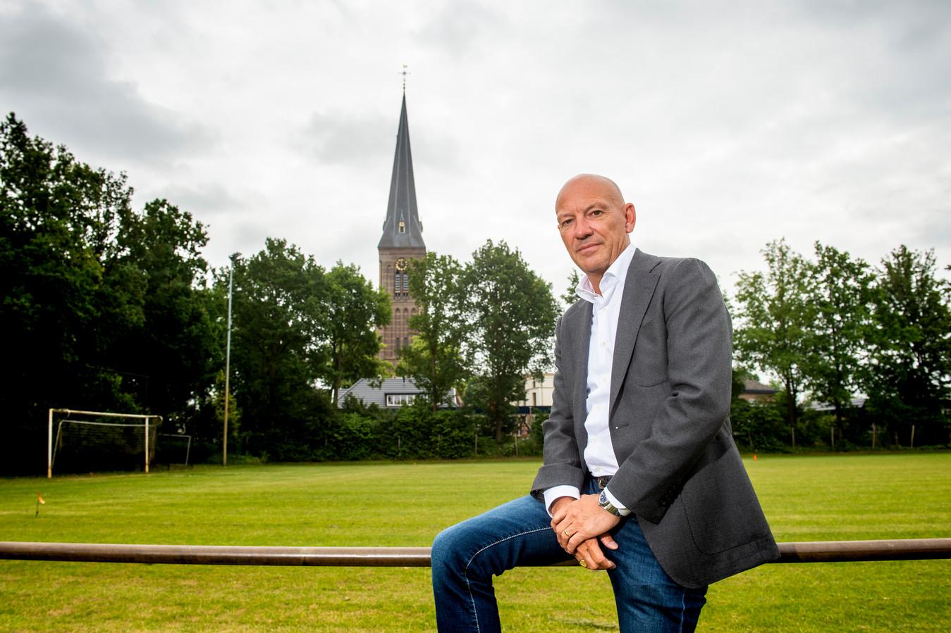 Dit voetbalveld wil Kick Scholten, voorzitter van Voorwaarts Twello, graag opgeven voor een nieuwe sporthal.
