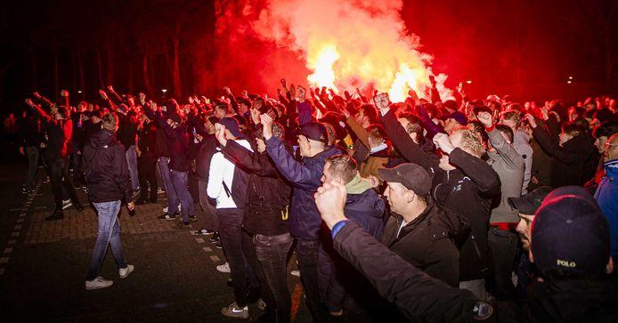 Supporters bij De Vijverberg na de wedstrijd tegen Jong Ajax.