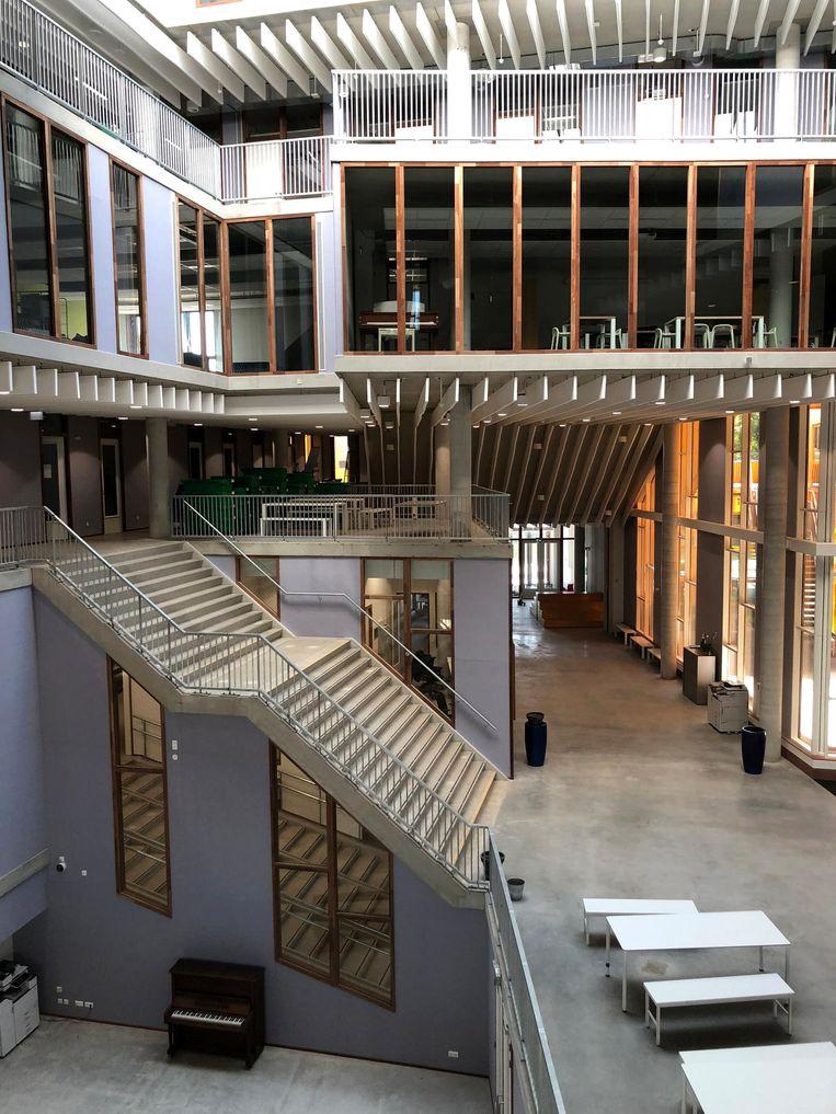 Hyperion is een onconventionele school voor vwo en gymnasium, waar trappen door de klaslokalen heen steken Beeld Rink Hof