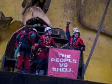 Slecht weer dwingt Greenpeace boorplatform Shell te verlaten