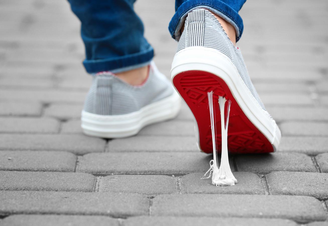 Niets viezer dan kauwgom aan de schoenen. Hoog tijd dat ook in Hengelo maatregelen worden genomen.
