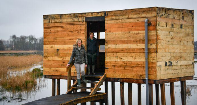 De nieuwe kijkhut werd geplaatst aan de noordkant van het meer zodat men de vogels in alle rust kan bekijken.