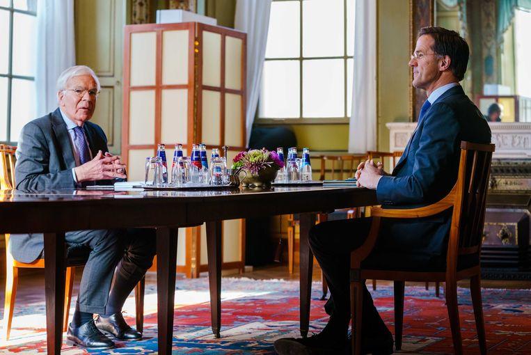 Informateur Tjeenk Willink ontvangt premier Mark Rutte, 9 april. Beeld EPA