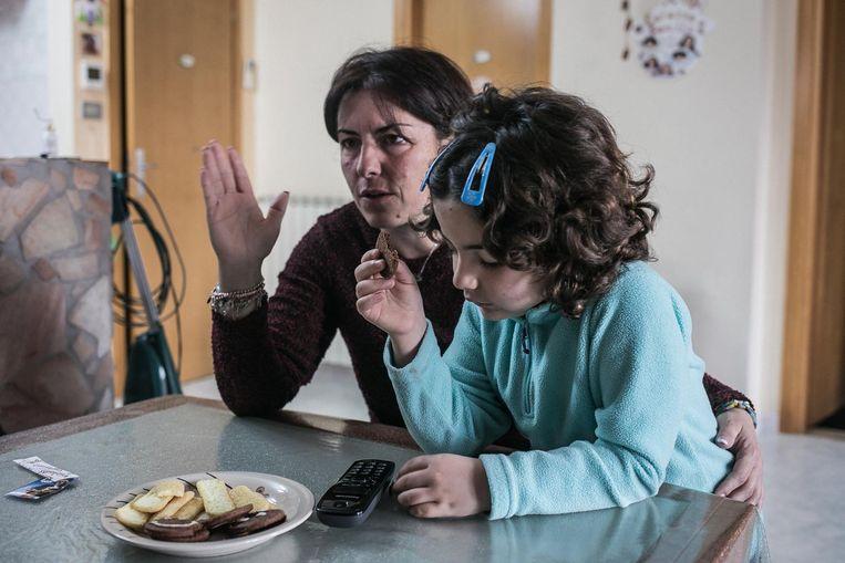 Rita Cappiello en haar dochter Giada, die al jaren vecht tegen kanker. Beeld Nicola Zolin