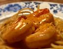 Primi piatto: grote garnalen in bisque, met spaghetti aglio olio.
