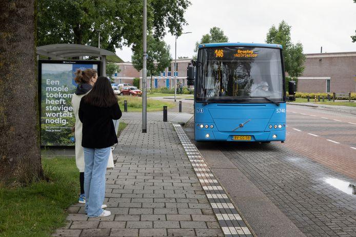 Buslijn 146 stopt in Swifterbant. Dit is een van de buslijnen die dreigt te verdwijnen.