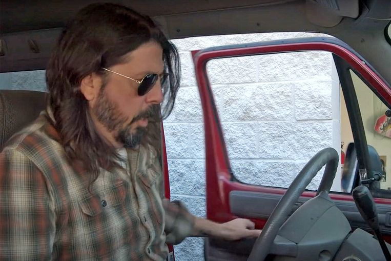 Dave Grohl in 'What Drives Us'. Beeld Humo