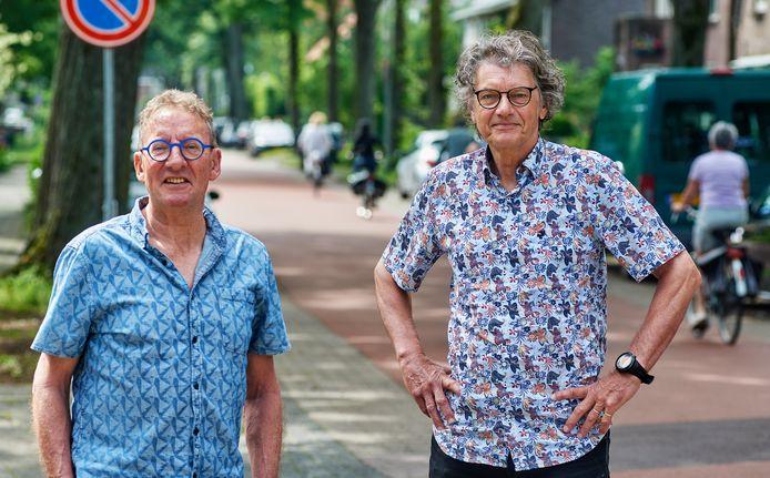 André van der Wielen (links) en Rien Wittenberg zijn bezig met het uitvoeren van een solidariteitsfonds in Oss.
