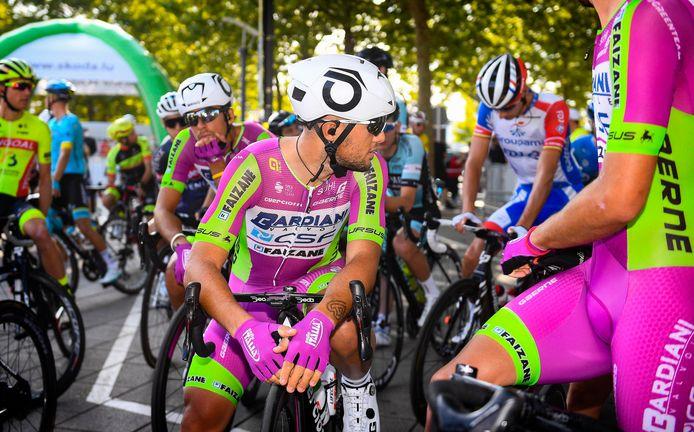 Renners van Bardiani-CSF voor de start van een rit tijdens de Ronde van Luxemburg.