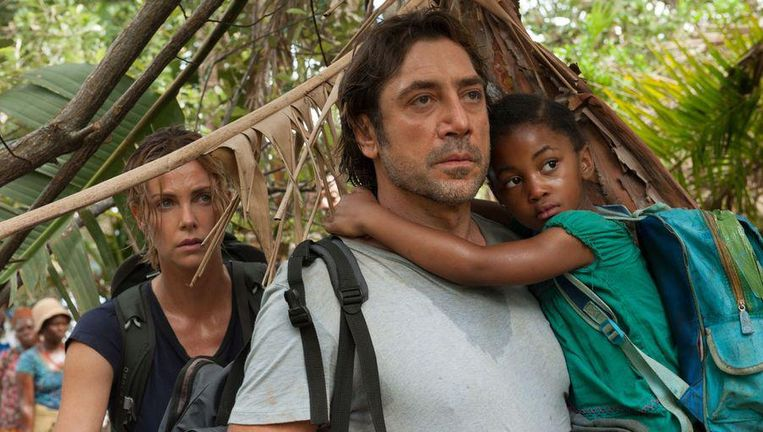 Charlize Theron en Javier Bardem in The last Face Beeld null