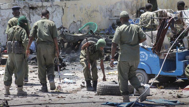 De ravage na een aanval van al-Shabaab in Mogadishu. Beeld EPA