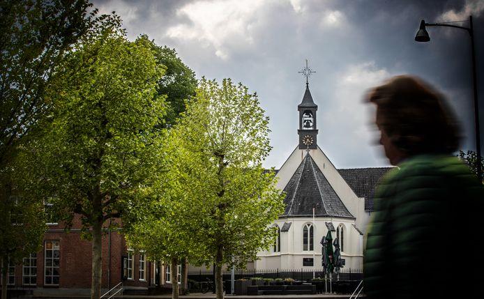 De hervormde kerk in Veenendaal. De persoon op de foto heeft niets met het verhaal te maken.