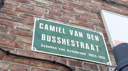 """Brugge gaat fouten op straatnaamborden corrigeren: """"Tientallen missers, en dat kan niet in een cultuurstad als de onze"""""""
