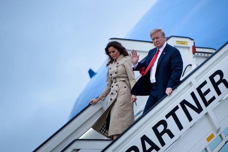 Donald Trump en zijn vrouw Melania stappen uit in Melsbroek.
