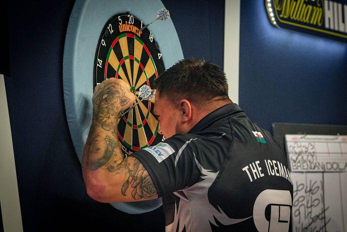 Gerwyn Price won met veel moeite van Brendan Dolan.