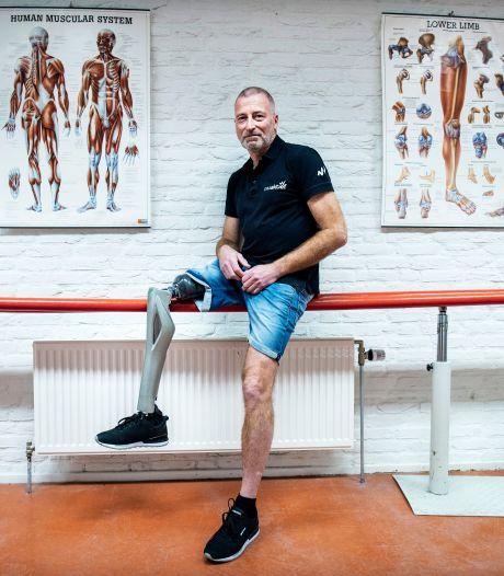 Henk (56) verloor zijn onderbeen door kanker, maar vond een baan die daar juist heel goed bij past