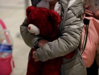 Onbegeleide kinderen die zuidgrens VS oversteken voortaan opgevangen in legerbases Texas