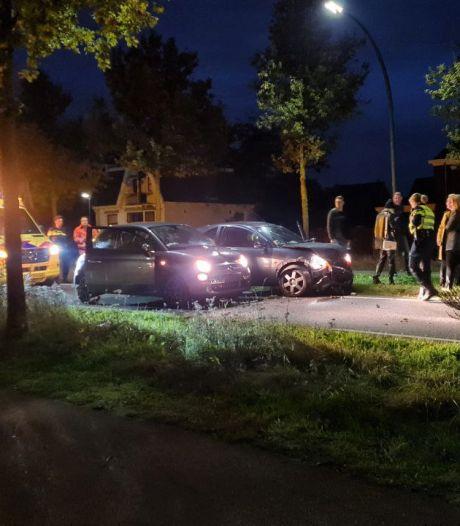 Vrouw naar het ziekenhuis na ongeluk op Hengelosestraat in Enschede, weg afgesloten