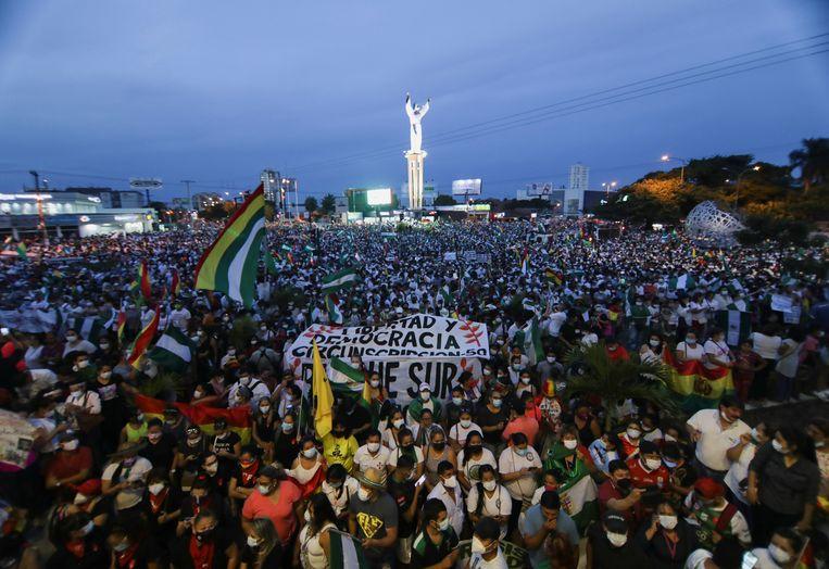 Bolivianen protesteren tegen de regering van arrestatie van voormalig interim-president Jeanine Áñez. Beeld Reuters
