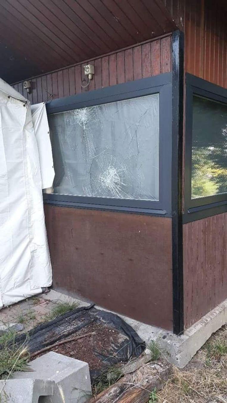 De vernielingen aan de chalet in Kleine Paepedaelen.
