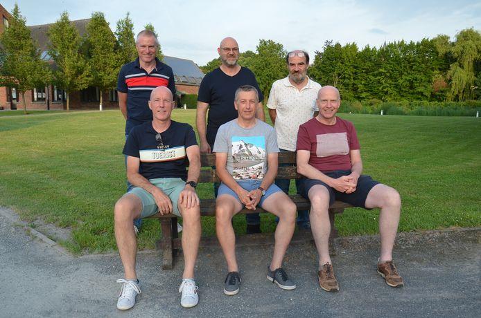 De organisatoren van het Ninove Cycling team en vzw Schoonderhage aan de vestiging van Schoonderhage in Pollare.
