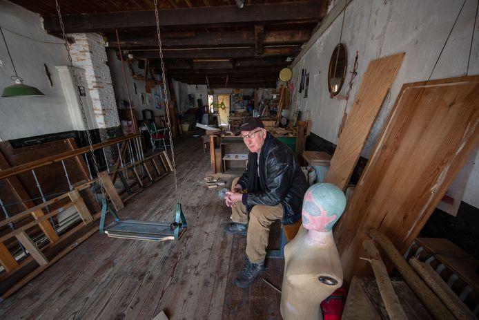 Kunstenaar Timon Schellingerhout in zijn huidige atelier aan de Botermarkt.