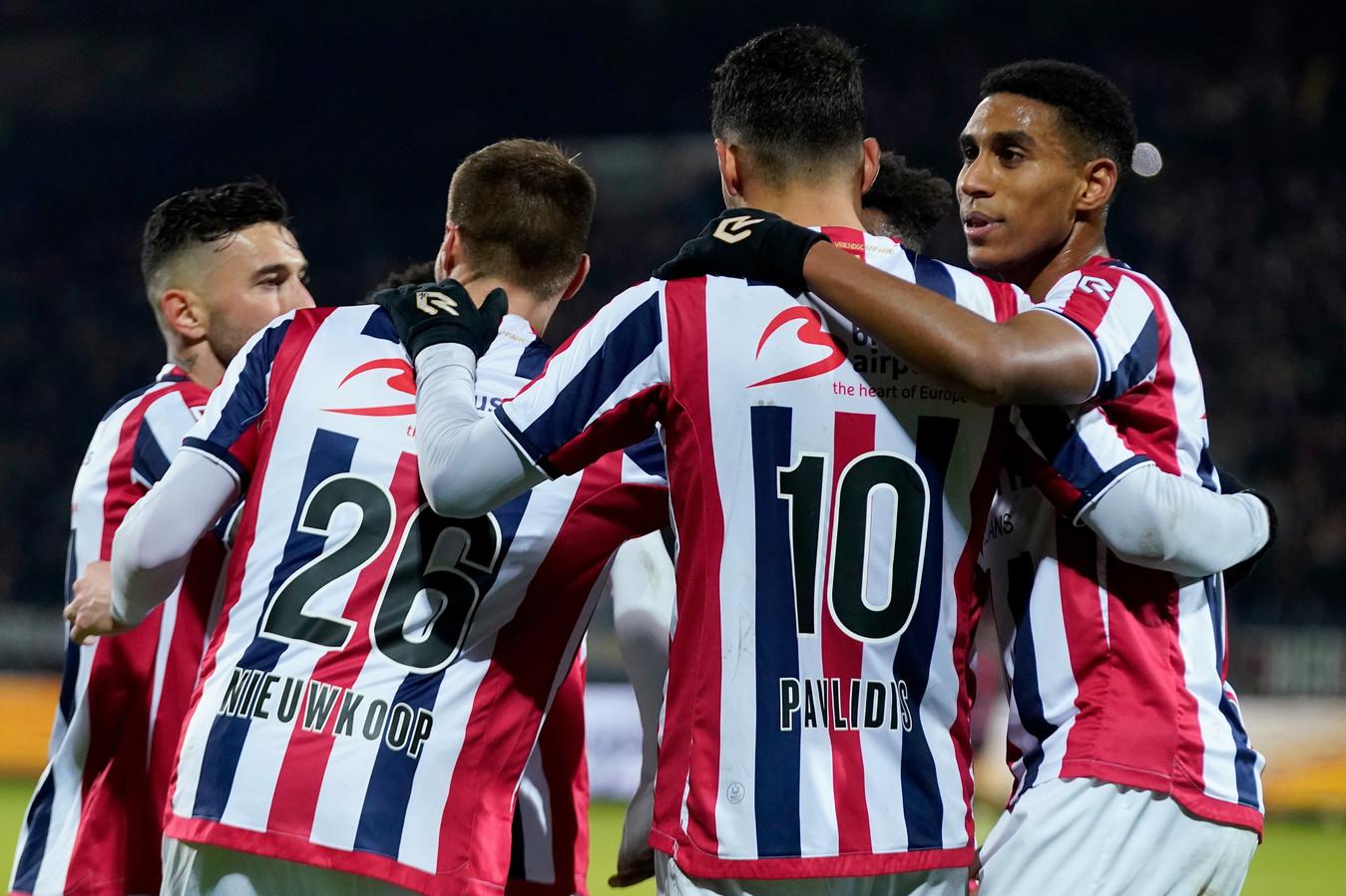 Willem II-spelers vieren een goal tegen Sparta.