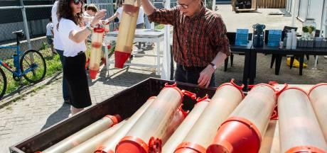 Massaal plastics inleveren in Rijen: voerbak van varkens verandert in tuinstoel