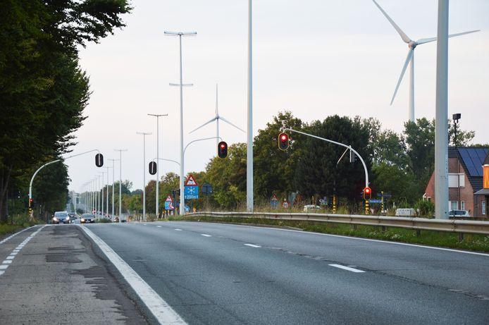 Het kruispunt 'De Pelsmacker' op de Expresweg (N45) met de Iddergemsesteenweg in Denderleeuw.
