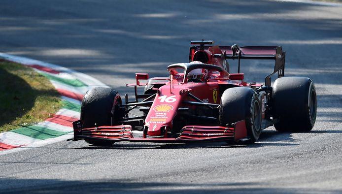 Charles Leclerc in zijn Ferrari.