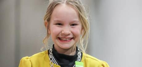 Myla (9) is nu officieel de eerste kinderburgemeester van Dalfsen