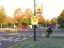 Fietspaden aan weerszijden van Helmkruidlaan 'beste oplossing' voor levensgevaarlijke rotonde in Nijverdal