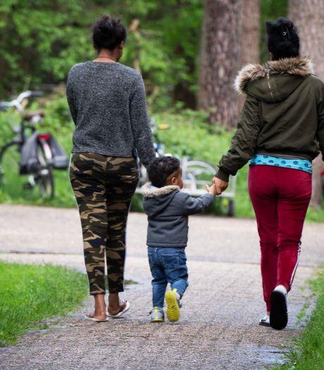 Kinderen in azc's staan vaak stijf van de stress: 'Ik zie het verdriet in hun ogen'